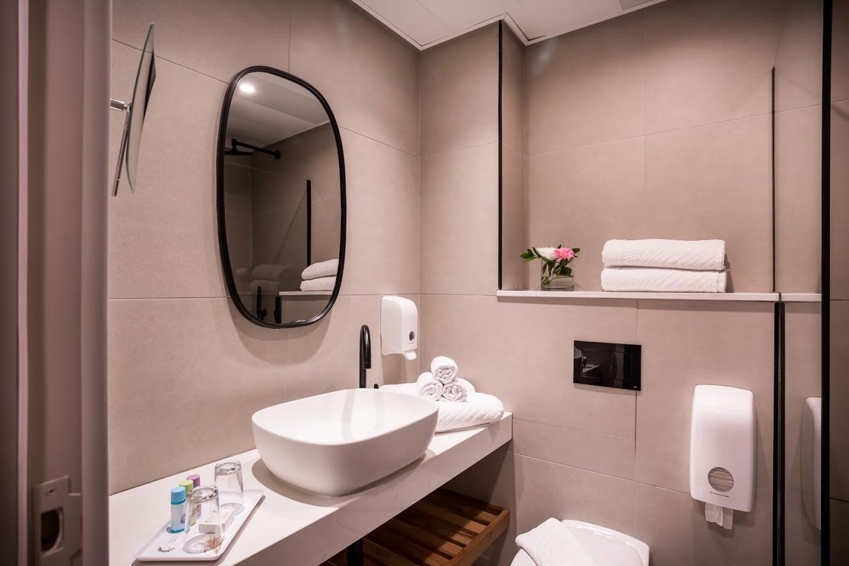 חדר עדן מקושר - חדר שירותים