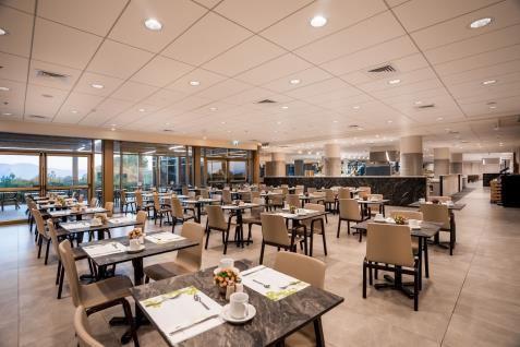 חדר אוכל - אולם ישיבה