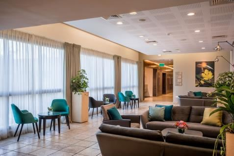 פינת ישיבה בלובי המלון